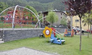 El Comú d'Ordino ha instal·lat una nova càmera a Prat de Call que estarà orientada al parc infantil, per reforçar la videovigilància en aquesta zona sensible per la freqüentació de canalla amb una gran afluència de gent, especialment en l'horari d'entrada