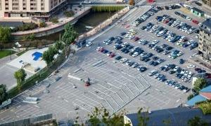 Vista aèria de l'aparcament del Parc Central, que el Comú tancarà temporalment a partir de diumenge.