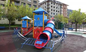 El parc infantil romandrà tancat de moment.