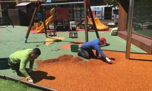 El Comú de la Massana renova el paviment del parc de l'Hort de l'Església