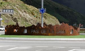 Foto Ana Foto: Arxiu ANA Entrada al poble del Pas de la Casa.