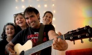 La Maria, la Laia i la Núria, convertides en ballarines 'ad hoc' del video de Patxi Leiva.