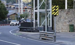 Un dels radars està davant de l'Estadi Comunal Joan Samarra Vila.