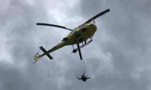 L'helicopter dels bombers en un rescat.