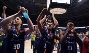 Els jugadors del BC MoraBanc celebren la classificació per a les semifinals de Copa del Rei