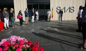 Els parlaments de la inauguració s'ha fet a l'exterior de l'hospital.