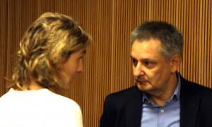 ANA/ El ministre d'Economia, Competitivitat i Innovació, Gilbert Saboya parla amb la coordinadora de la Societat de Drets d'Autors i Drets Veïns (Sdadv), Anna Ubach