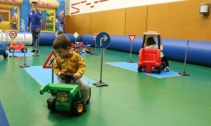 Infants participant en una activitat en una edició anterior.