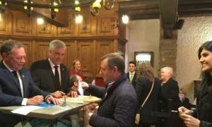Josep Majoral i Carine Montaner votant a Sant Julià de Loria.