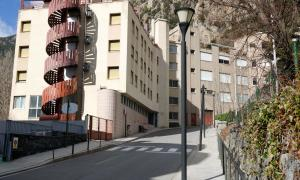 ANA/Vista general de l'edifici que acollia la residència Solà d'Enclar, aquest divendres.