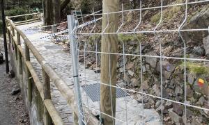 El tram del rec del Solà que ha estat afectat per la caiguda del roc.