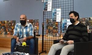 El conseller de Joventut, Joao Lima, i el cap del departament de Joventut, Miquel Àngel Millan, durant la roda de premsa.