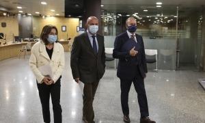 Canals, Martínez Benazet i Rossell abans de la compareixença davant la premsa.