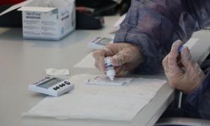 La realització de tests d'antígens.