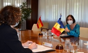 Un moment de la trobada d'ahir de Maria Ubach amb Reyes Maroto.