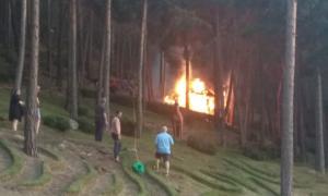 El treball dels veïns va evitar que el foc seguís el seu curs.