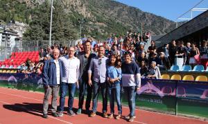 Els coordinadors dels Special Olympics 2018, en primer terme i els voluntaris -prop de mig miler- asseguts a les grades.