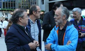 El cònsol menor lauredià conversa amb el conseller Roig, divendres a la inauguració de la Vila Medieval.