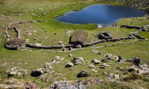 Excavat en les campanyes del 2008 i el 2009, l'encampadà orri del Cubil és l'estrella del patrimoni en pedra seca. Ho té tot: munyidora, tancat i tres cabanes.