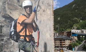 Sam Bosque enllesteix l'escalador del prat del Riu