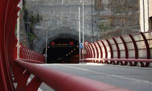 L'entrada al túnel del Pont Pla des d'Escaldes, tancat al trànsit.