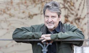 L'escriptor balaguerí va guanyar l'últim premi Carlemany amb 'La nedadora'.