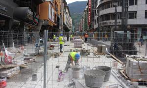 Les obres a l'avinguda Meritxell han perjudicat l'afluència de clients al comerç de la via, segons ha admès el ministre Camp.