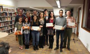 Els guanydors de les tres categories del premi, amb el jurat, que formaven Iñaki Rubio, Núria Gras i Àlex Puig.