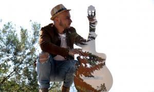 El cantautor extremeny compareixerà el 15 de juny a la placeta de Sant Esteve amb 'Resiliencia'.