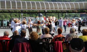 Ballada de sardanes de dissabte, a la plaça del Poble, per l'Aplec anual de l'Agrupació Sardanista d'Andorra.