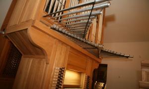 L'orgue d'estil ibèric de Sant Iscle, construït el 2007 per l'orguner castellà Joaquín Lois.