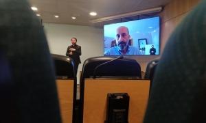 El ministre Martínez Benazet, en la compareixença d'aquest migdia via skype. Ha donat negatiu en la primera prova PCR des que està en aïllament; si en 24 hores repeteix, se'l considerarà curat.