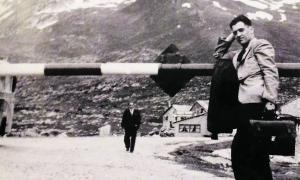 Boix, repenjat a la barrera de la duana del Pas de la Casa, el 9 de juny del 1948: havia vingut per trobar-s'hi la seva germana Núria.