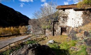 Cal Gastó, a Ransol, un de les cases vernaculars més antigues -està documentada al segle XIV- i millor conservades del país.