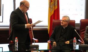 El copríncep episcopal, Joan-Enric Vives, amb els membres del comú de Canillo.