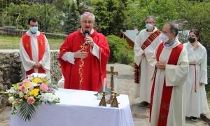 Vives en un moment de la missa a Sant Romà de Vila.