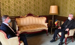 El copríncep Joan-Enric Vives amb el president del Consell Superior de la Justícia, Enric Casadevall.