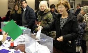 Residents votant al consolat d'Espanya en uns comicis anteriors.