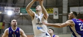 Artsiom Parakhouski jugant amb el Tsomki-Minsk.