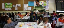 Alumnes de primària en un taller de prevenció de residus en la Setmana de l'any passat.