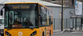 Un bus exprés en el seu recorregut cap a Sant Julià de Lòria.