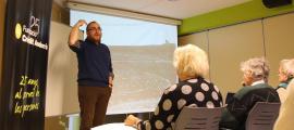 Manel Niell durant la xerrada 'Usos i costums associats a les plantes a Andorra', que ha ofert aquest dimarts a la tarda.