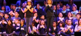 Un moment de la cançó dels nens i nenes de l'Escola Andorrana d'Escaldes-Engordany.
