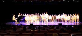 Els alumnes de l'Institut de Música i Dansa d'Andorra la Vella, durant l'actuació.