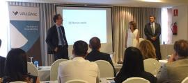 L'equip de Kersio presentant la nova proposta als treballadors de Vall Banc