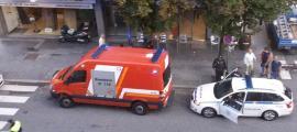 Els efectius de policia i bombers que s'han desplaçat al lloc dels fets.