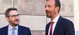 Els ministres Èric Jover i Jordi Torres durant la presentació aquest matí del nou camí escolar d'Escaldes.
