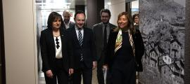 Les presentadores de la llista nacional de DA, Conxita Marsol i Trini Marín, flanquejades per Xavier Espot i Eric Jover.