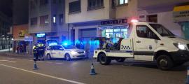 El lloc dels fets amb la dotació policial i el servei de circulació aixecant acte.