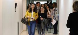 Alumnes abans d'entrar als exàmens de la convocatòria anterior.